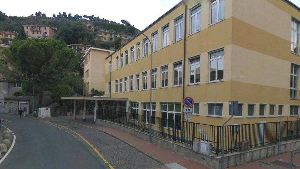 La scuola di via Massone a Recco.