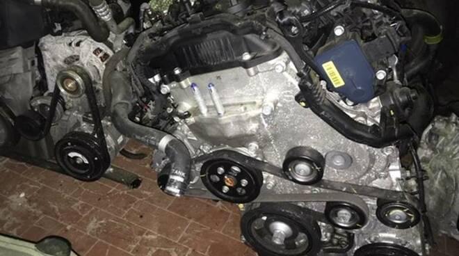 Pezzi di ricambio di motori rubati recuperati al Porto di Genova dalla Guardia Costiera.