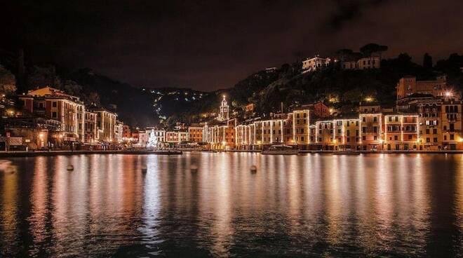 portofino, piazzetta, panorama serale (credits Portofino su Fb)