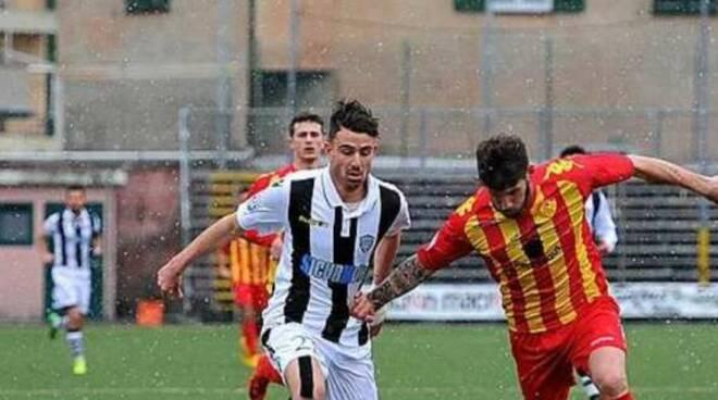 Andrea Addiego Mobilio con la maglia della Lavagnese.
