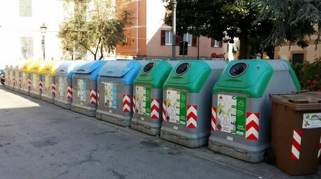 Cassonetti per la raccolta differenziata a Rapallo.