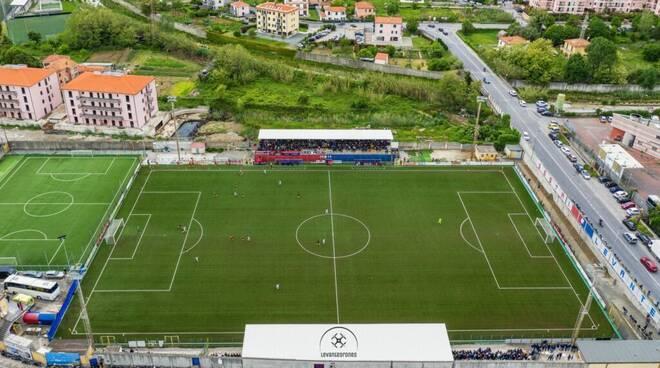 """Il fortino del Sestri Levante: lo stadio """"Sivori""""."""