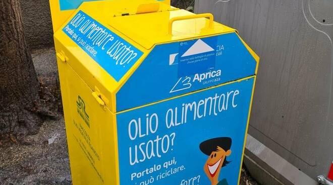 Raccoglitori di olio alimentare a Rapallo.