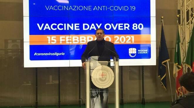 """Toti durante il """"Vaccine Day"""" in Regione Liguria."""