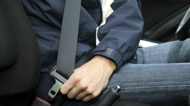 Cintura di sicurezza in auto.