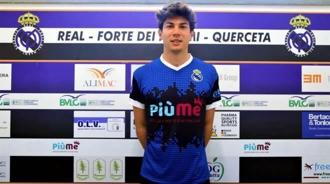 Il difensore Matteo Contipelli presentato dal Real Forte Querceta.