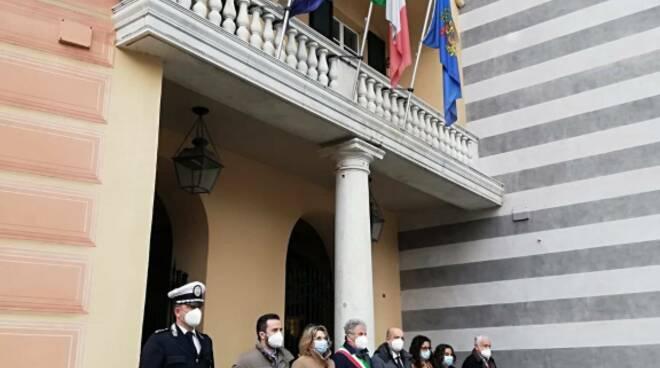 Il ricordo delle Vittime del coronavirus presso il municipio di Rapallo.