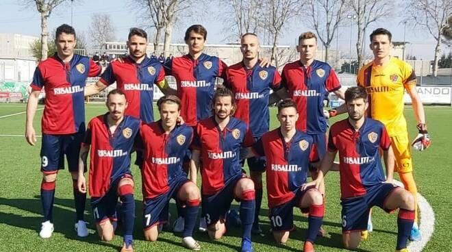 Il Sestri Levante Calcio sceso in campo a Caronno Pertusella.