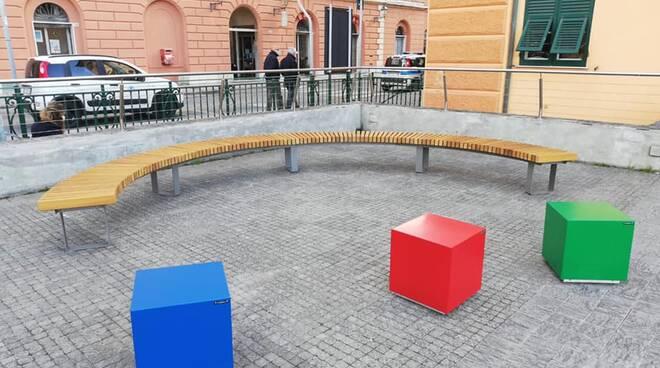 Le nuove sedute installate presso la Scuola Primaria del Comune di Camogli.