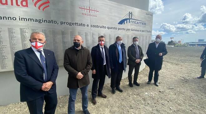 Alessandro Morelli sotto Ponte Genova San Giorgio