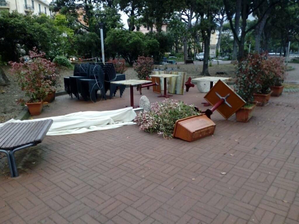 gesti vandalici ai Giardini Partigiani a Rapallo