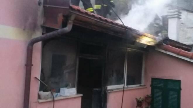 incendio, casa, abitazione