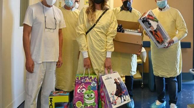 Toti e famiglia Brizzi al gaslini (foto gaslini su fb)