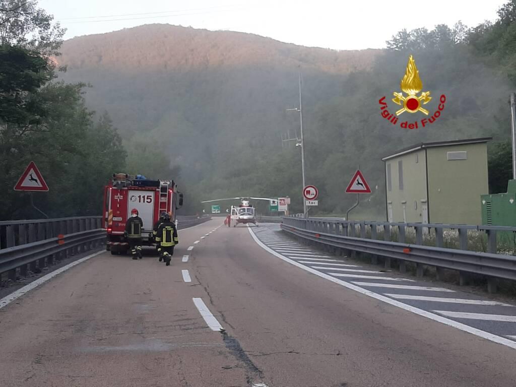 soccorsi in autostrada, vigili del fuoco