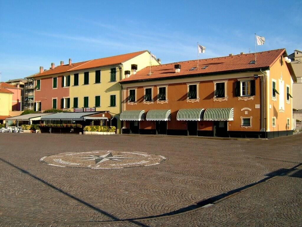 piazza gagliardo, chiavari (ph Mapio)