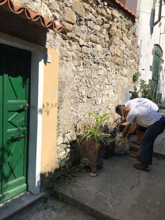 controlli a monterosso contro abbandono rifiuti