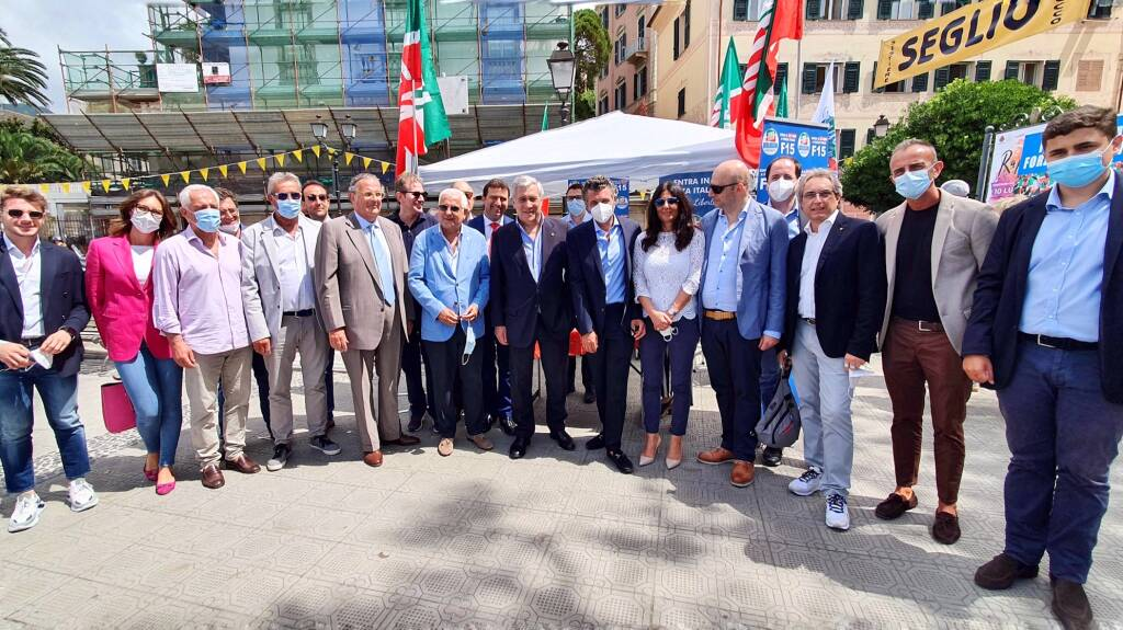 Gazebo Forza Italia su giustizia