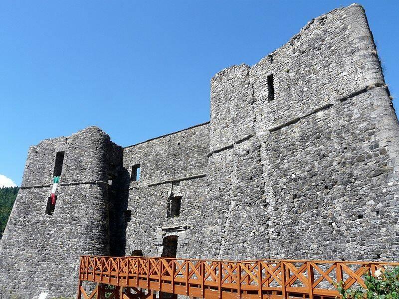 castello malaspina, santo stefano d'aveto (ph Wikipedia)