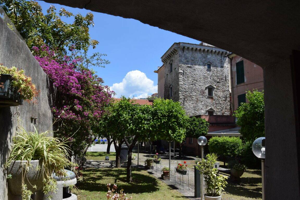 lavagna, giardini della torre del borgo (ph Lavagna Turismo)