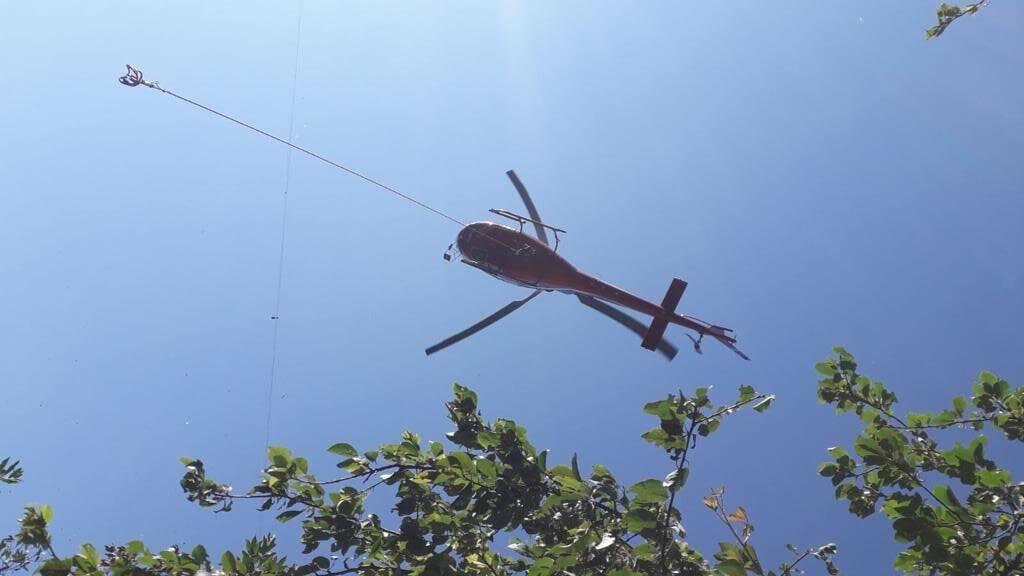 trasporto pietre in elicottero