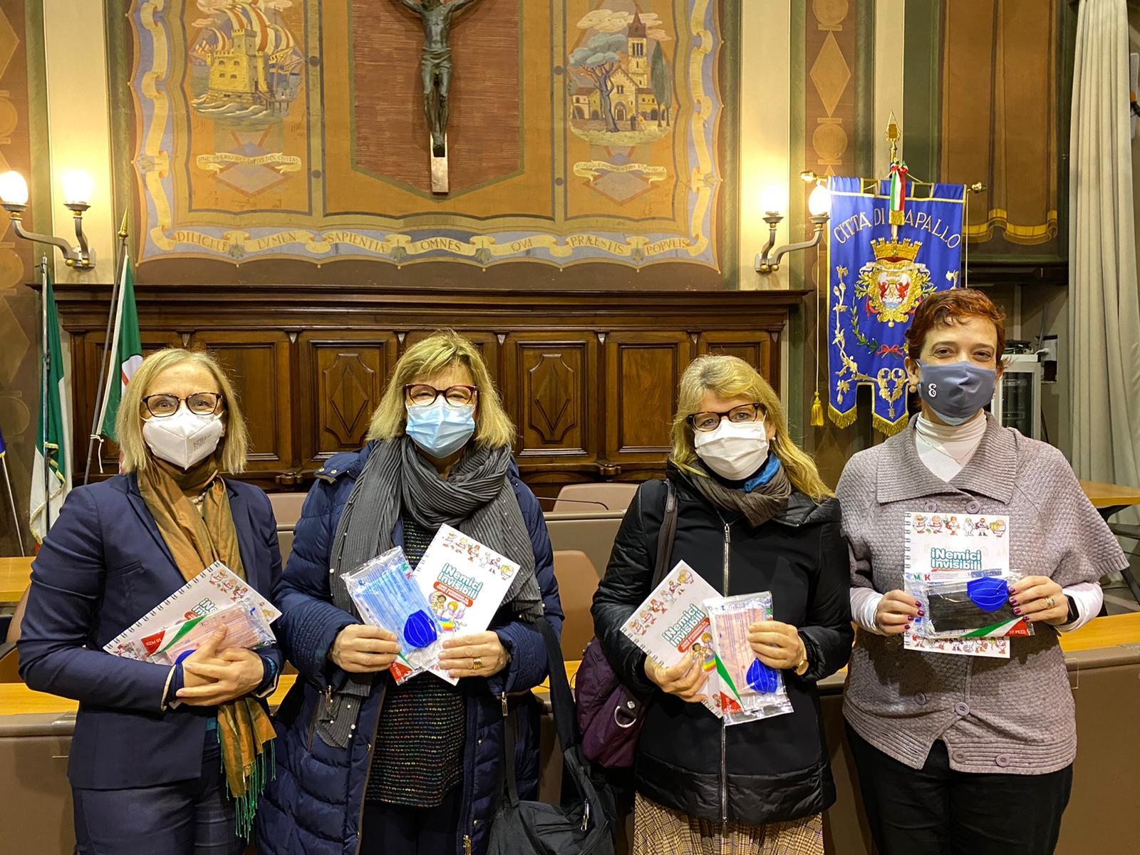 Rapallo: mascherine colorate e un libro-guida agli scolari