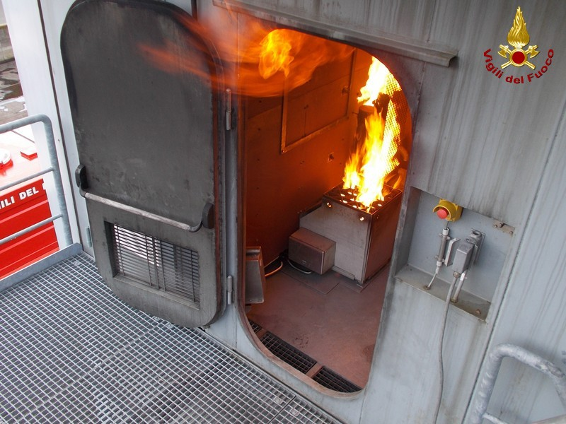 Vigili del fuoco: corso regionale di Antincendio navale