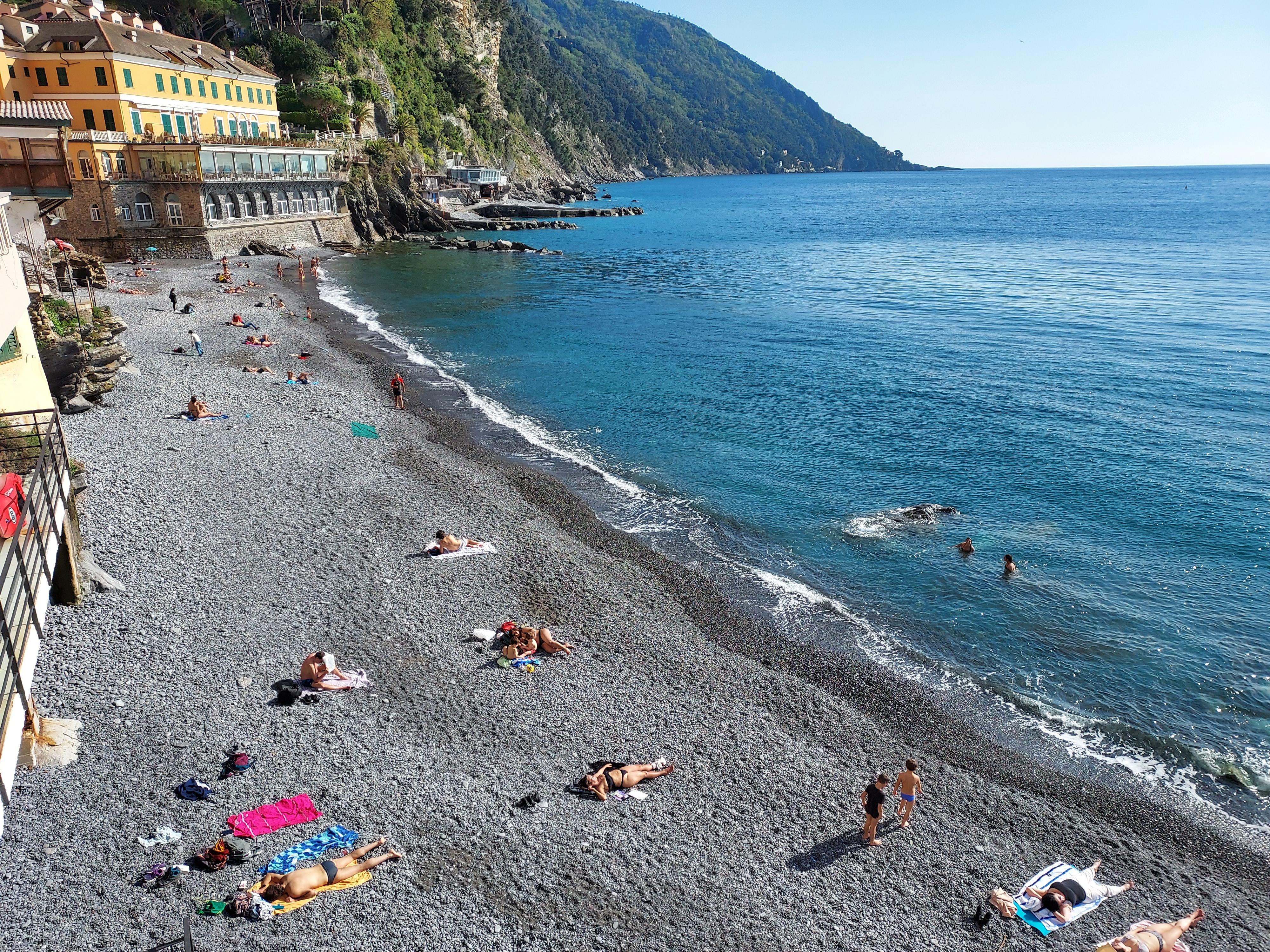 Camogli: tintarella e nuoto, le spiagge tornano a vivere