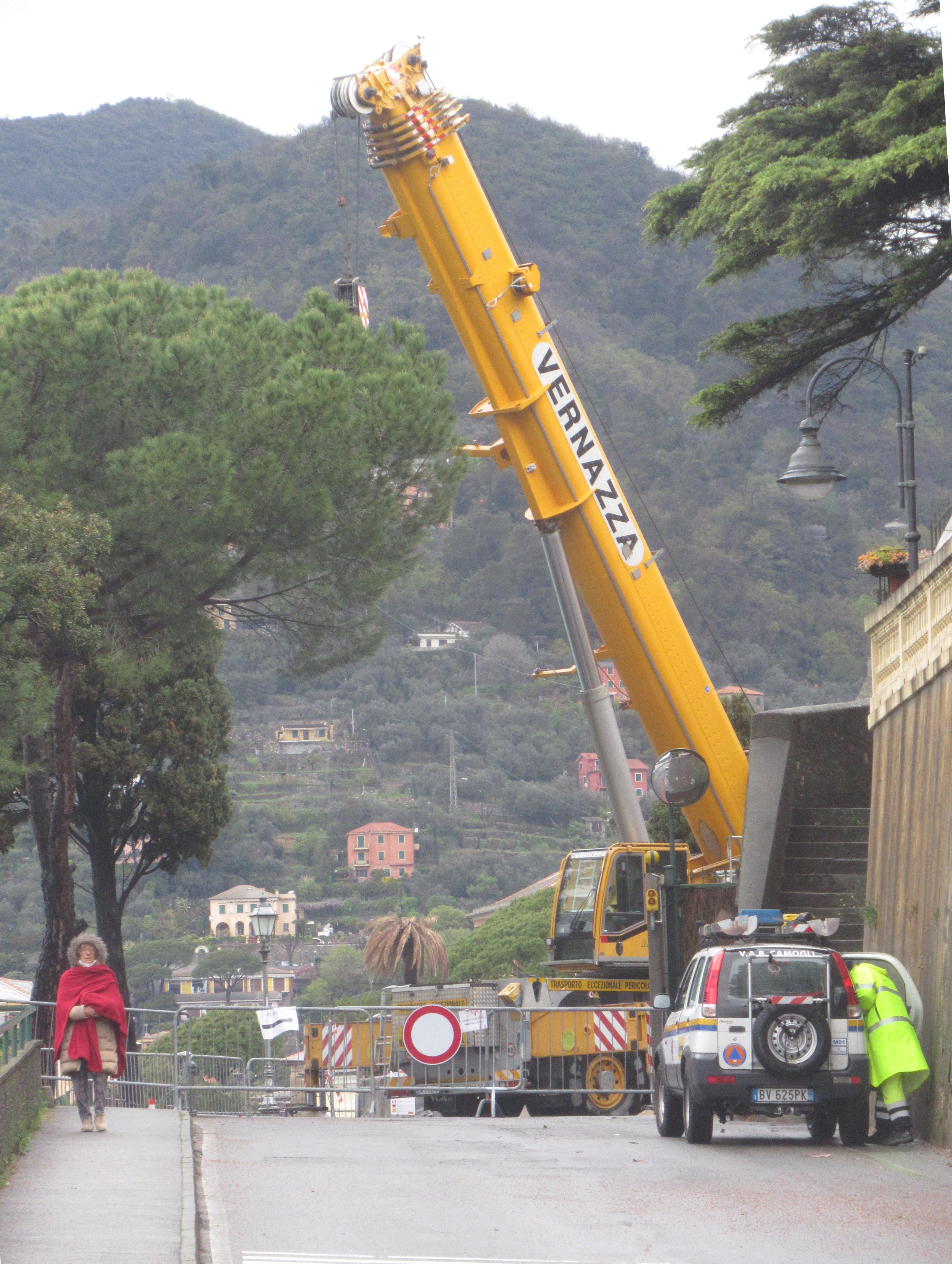 Camogli: cimitero, lavori sospesi. Strada forse riaperta da domani