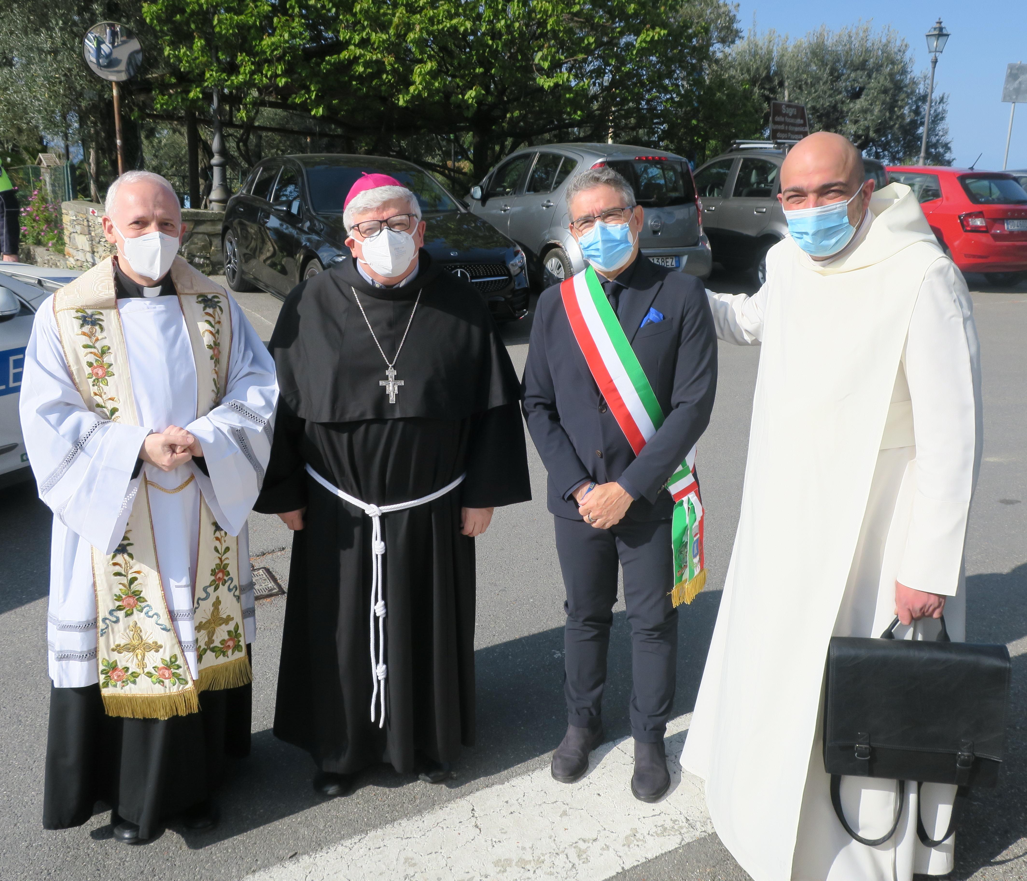 Recco: l'arcivescovo Marco Tasca alla festa di Megli