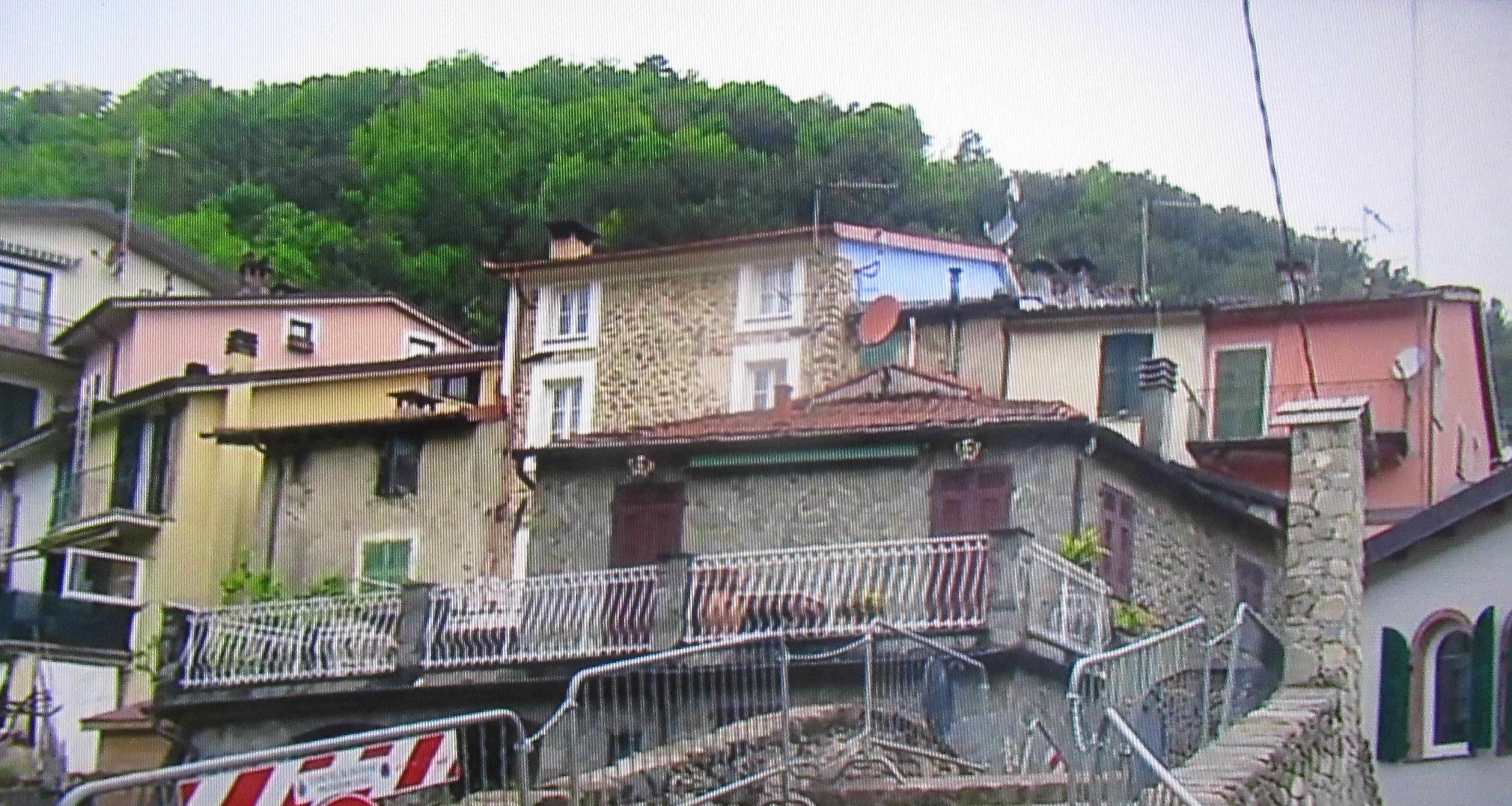 Pignone: vendesi casa da ristrutturare, costo 1 euro