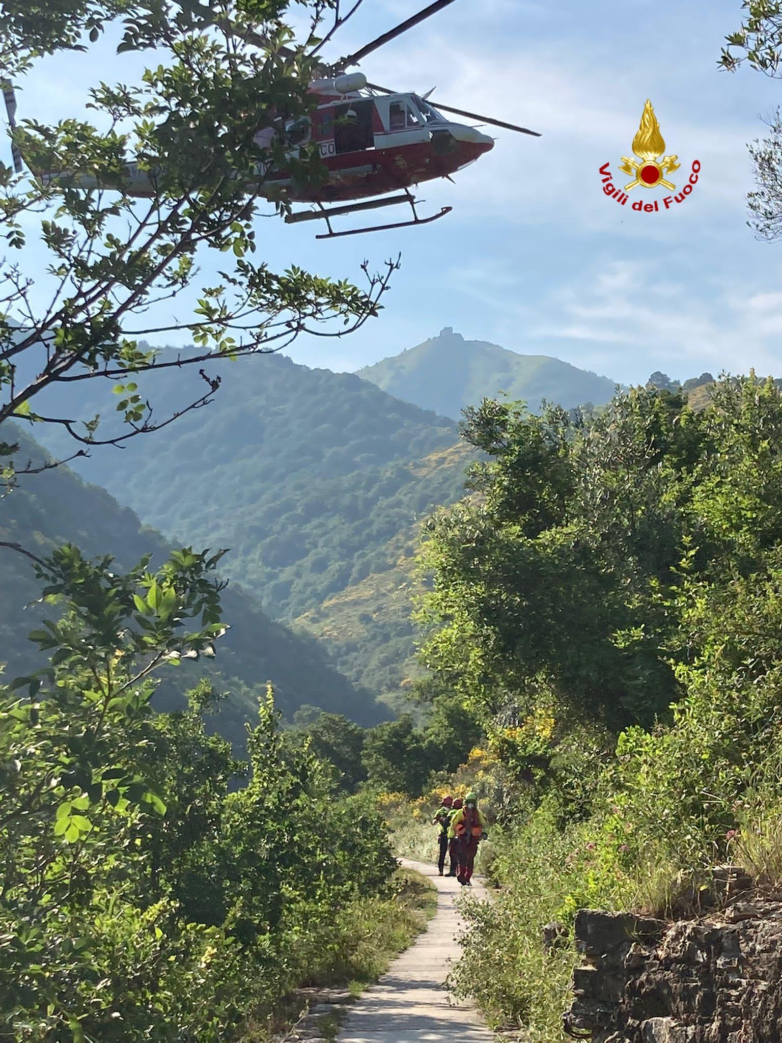 Ciclista cade nel bosco: soccorso con l'elicottero Drago