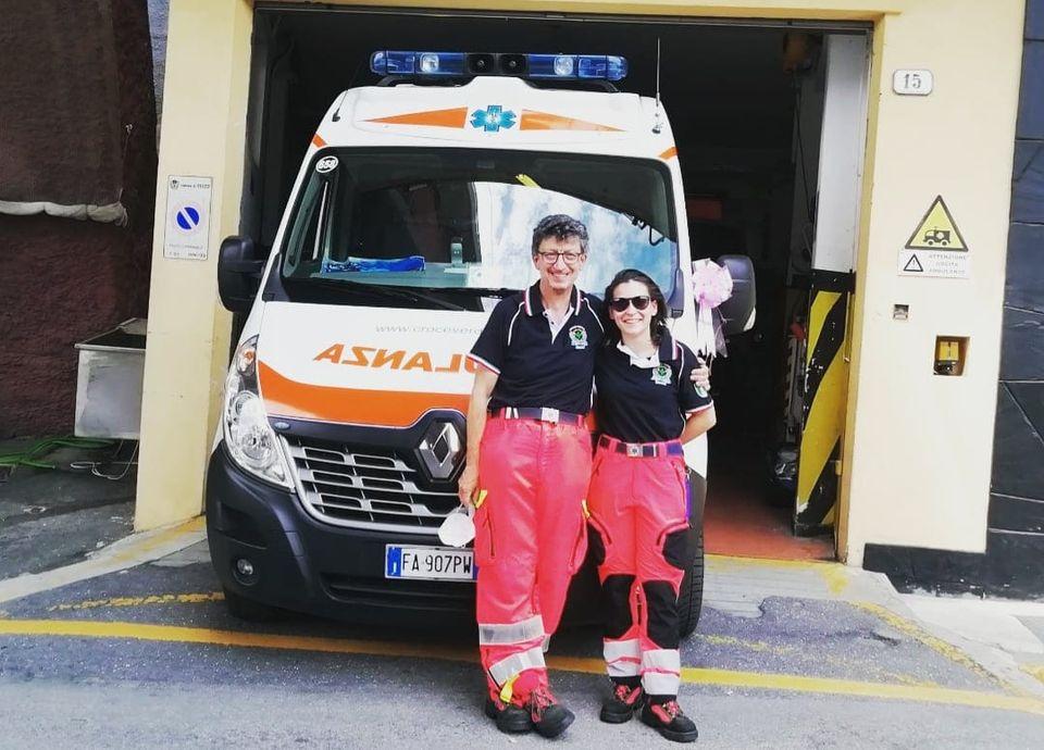 Recco: fiocco rosa su ambulanza della Croce Verde